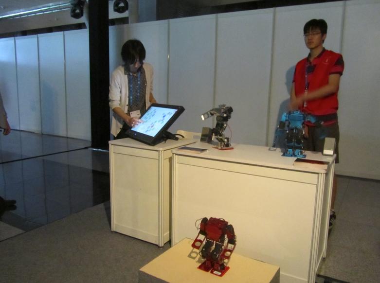Dancing robots had a fun performance