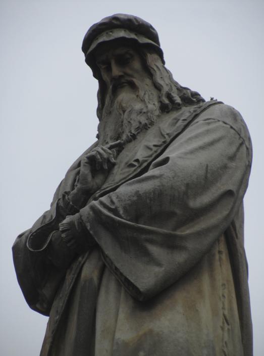 Leonardo da Vinci statue in front of La Scala teatro