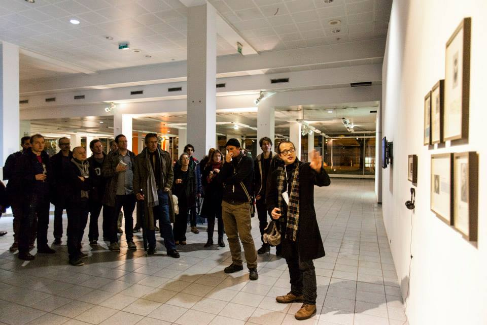 Andreas Zingerle explaining the installation 'faceless patrons' (photo by filmwinter hello@victorbrigola.com)