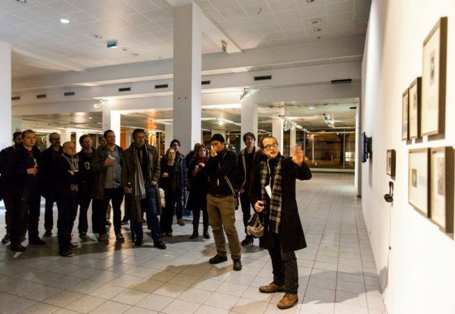 Andreas Zingerle explaining the installation 'faceless patrons' (photo by filmwinter hello@victorbrigola.com)