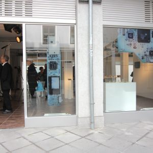 Peek from the outside into the gallery